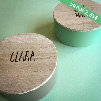 Rond metalen doosje met houten deksel